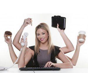 Vad gör en flyttfirma flexibel, bild på tjej med många armar.